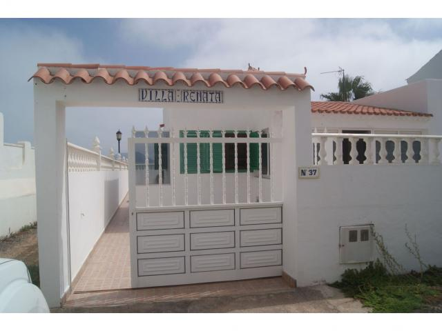 Typical 3 bedroom, 2 bathroom Canarian villa in Corralejo Fuerteventura - Sleeps 6